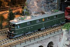 Modell der SBB Lokomotive Ae 6/6 11425 Kanton Genve in grn ( Kantonslokomotive Genf mit Zierstreifen - Hersteller Modell HAG - Original SLM Nr. 4243 - Baujahr 1957 - Elektrolokomotive ) auf einem Modell der Gotthardbahn im Kanton Uri der Schweiz (chrchr_75) Tags: albumzzz201612dezember christoph hurni chriguhurni chrchr75 chriguhurnibluemailch dezember 2016 modellbahn modell gotthardbahn gotthard nordrampe wassen spur spurweite h0 bahn train treno zug model trains miniatures modello trein tg de tren eisenbahn modelleisenbahn modelleisenbahnanlage anlage reusstal gleichstrom modellbahnanlage gotthardbahnhurni