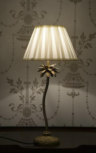 Tunnelmallista lampun valoa