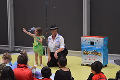 Sparkles the Magician and her wonderful comedy magic show