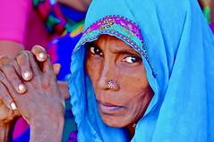 India-Gujarat-Poschina (venturidonatella) Tags: portrait people woman india colors eyes hands women asia mani persone occhi sguardo ritratto gentes gujarat d300 poshina nikond300