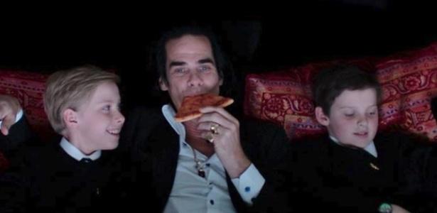 Filho Nick Cave caiu de panhasco após usar LSD, diz jornal