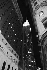 Empire (archidream) Tags: street light blackandwhite newyork blanco architecture night blackwhite nikon view manhattan negro empirestate nikkor blanc bulging nikonj1