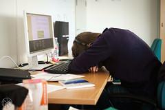 Stefano keskittyy. (Gigs and landsGapes) Tags: concentration office meditation fatigue vsymys uupumus toimisto keskittyminen mietiskely