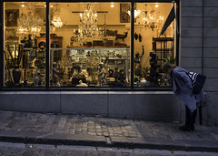 Just browsing (Markus Jansson) Tags: antiques store window candid street stockholm oldtown autumn dark evening windowshopping