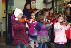 Sizzlers group performance (Sim-tov) Tags: sizzlers fiddle kids 2016 portrait amati violin buskers downtown victoria wannawafel marketsquare october children