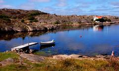Ho bisogno del mare (balenafranca) Tags: smogen svezia mare barca luce riflessi