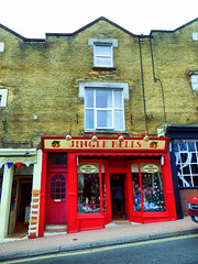 Shanklin, Isle of Wight (photphobia) Tags: shanklin isleofwight town oldtown uk oldwivestale buildings building buildingsarebeautiful architecture outdoor outside village sandownbay shops shop shopping shopwindow
