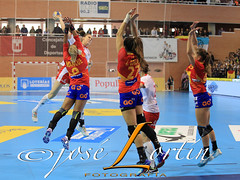 Up ! (JLuisOrtn (**Running Slow**)) Tags: handball sport femalesports horizontal colorimage indoors elda alicante spain jumping girls spainvspoland international match