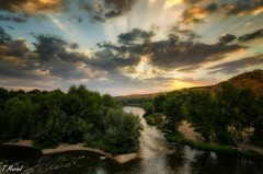 crespúsculo / twilight (tmuriel67) Tags: sunset ocaso twilight clouds rayosdesol river rio outdoors landscapes paisaje luz light colores colors cielo sky