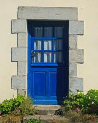 Porte bleue / Blue Door (eve_bg_1 (on / off)) Tags: doëlan cloharscarnoët bretagne brittany france finistère porte door bleu blue architecture