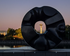 Black Sun (Dalliance with Light) Tags: seattle sculpture dawn us washington unitedstates spaceneedle blacksun goldenhour soundgarden isamunoguchi blackholesun