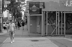Spadina and Kensington (geowelch) Tags: toronto blackwhite chinatown candid 35mmfilm xp2super400 honeywellvisimatic615 streetlevelphoto plustekopticfilm7400