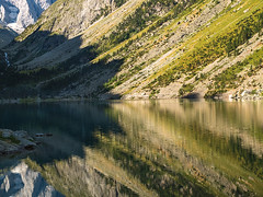 Lac de Gaube (Manolo Moliner) Tags: walking reflejo pyrénées pirineos randonnée cauterets lacdegaube réflexion midipyrénées hautespyrénées pirineocentral