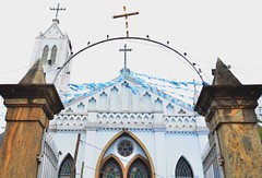 Igreja de N. Sra. de Mont Serrat (Mrcia Valle) Tags: church brasil nikon interior religion igreja inverno religio bandeirinhas festareligiosa diafrio interiordobrasil fazendasantigas d5100 mrciavalle