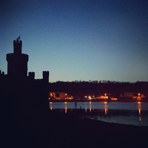 A gorgeous clear night by the river. Plus a very nice dinner with @akh209 #Cork #Castle #River #Night #Observatory #StreetLights