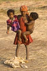 Maikal hills - Chhattisgarh - India (wietsej) Tags: india zeiss children sony twin hills 135 18 za a100 sonnar chhattisgarh 13518 sal135f18z bhoramdeo maikal kawardha wietsejongsma