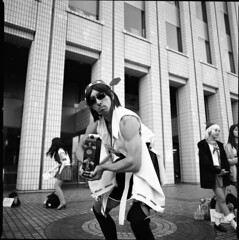 img810 (John Smith Fitzgerald) Tags: zeiss cosplay hasselblad ilford distagon 銀塩 フィルム 艦これ 中判コスプレ