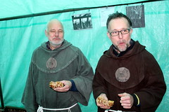 Monks eating cheese rolls (Davydutchy) Tags: winter holland netherlands st december market thomas kirche monk markt église marché kerk friesland stthomas niederlande monje mönch munk monnik monachus 2015 fryslân munkki frisia monniken tsjerke monah mnich szerzetes geestelijke paybas монах katlijk monaĥo καλόγεροσ ketlik