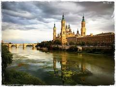 Baslica del Pilar (Vilchez57) Tags: basilicadelpilar pilar foto fotografa fotgrafo mvil torres rio ebro agua cielo nubes panormica puente atardecer baslica zaragoza espaa vilchez57