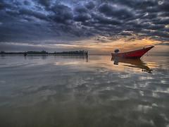 160915 ~ IMG_7094 ~ permulaan hari (alongbc) Tags: sunrise morning coastal clouds sky fishingvillage fishingboat perahu sampan jubakar jubakarpantai tumpat kelantan malaysia travel places trip canon eos700d canoneos700d canonlens 10mm18mm wideangle