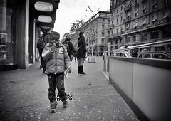 Victory (Thomas8047) Tags: street zurich zrich schweiz switzerland ch bahnhofstrasse monochrome bw streetpix strassenfotografie nikon herbst victory onthestreets people passanten junge kind strassencene urban thomas8047 iamnikon flickr blackandwithe streetphotography zri streetlife city stadtansichten streetartstreetlife streetscene zrichstreets d300s snapseed candid 2016 hofmanntmecom blancoynegro streetphotographer stadtzrich streetart 175528 strasse brgersteig schwarzundweiss autumn strassenfotografieschweiz