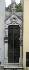 100+ year narrow mausoleum (VinayakH) Tags: tombs tomb recoletacemetery recoleta larecoletacemetery cemetery buenosaires graves argentina latinamerica southamerica mausoleum artnouveau artdeco neogothic baroque architecture