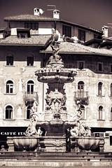 Trento - Fontana del Nettuno (iridescente77) Tags: trento italy italia fontana foutain bn