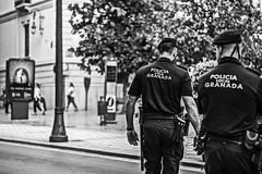 A espaldas de la ley (Ignacio M. Jimnez) Tags: policia police ley law calle street granada andalucia andalusia espaa spain ignaciomjimnez