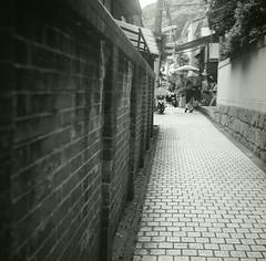 streets of Kitano, Kobe (miho's dad) Tags: 6x6 kobe deco fujineopan100acros rolleicordiart