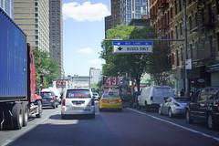 (MartMart1413) Tags: road city newyorkcity shadow building bus architecture spur arquitectura strada traffic carretera outdoor taxi edificio ciudad route trfico lane architektur nibus  schatten gebude ville   trafic        allaperto txi     strase cidadedenovayork enpleinair  imfreien   aoarlivre       ciudaddenuevayork    demtaxi