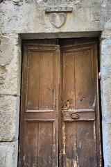 1738 (mchoanier) Tags: coeur amour porte cachette sainteminie