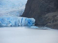 """Torres del Paine: trek du W. Jour 5: un morceau du glacier Grey s'est détaché hier. <a style=""""margin-left:10px; font-size:0.8em;"""" href=""""http://www.flickr.com/photos/127723101@N04/30231505036/"""" target=""""_blank"""">@flickr</a>"""