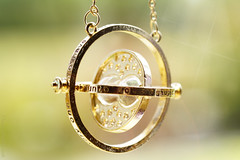 The time-turner! (Elisafox22 still Off more than On!) Tags: elisafox22 sony ilca77m2 100mmf28 macro macrolens telemacro simplepleasures time theprisonerofazkaban book timeturner happypotter bokeh sunshine metal chain balance texture textured elisaliddell2016