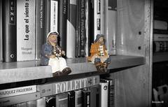 dos marinos (boscani@) Tags: marinos figuras estudio libreria biblioteca