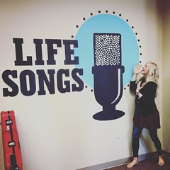 Singing her 💛out, the lovable Ellie Holcomb paid us a visit today!