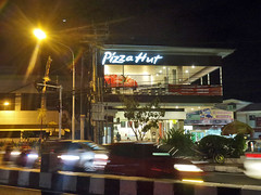 Pizza Hut Teuku Umar (BxHxTxCx (using album)) Tags: denpasar building gedung nightshoot fotomalam architecture arsitektur restoran restaurant