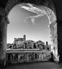 Basilica di Santa Francesca Romana, Rome, Italie (Etienne Ehret) Tags: basilica santa francesca romana rome roma italie italia noir blanc bw black white architecture canon 5d mark ii 24105mm sériel f4