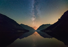 Starcano (@hipydeus) Tags: red lake mountains reflections landscape austria nacht astro nightsky sterne plansee milkyway milchstrasse starcano