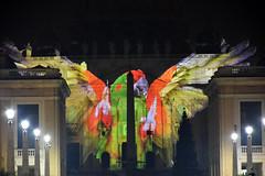 San Pietro - Giubileo - Fiat Lux 11 (Maurizio Belisario) Tags: rome roma lights colours slides sanpietro pappagallo ara uccello giubileo fiatlux sanpeter cittàdelvaticano proiezioni