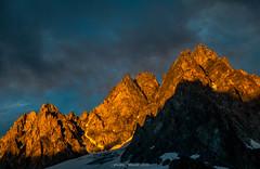 Luminance sur les Aiguilles du Tour 2/3 (Frdric Fossard) Tags: nature soir lumire ombre contraste luminance ciel nuage ambiance atmosphre coucherdesoleil alpes hautesavoie massifdumontblanc crte arte cime aiguillesdutour france rocher formationrocheuse