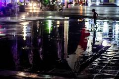 (melinapedrero) Tags: night urban streets tropic mexico mexicanos nocturno bulbos luz color reflections reflejos