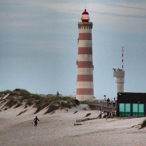 Regresar a casa sabiendo que somos un poco menos de aquí y un poco más de lo lugares visitados #praiadabarra #praia #faro #farol #lighthouse #aveiro #portugal #nortedeportugal #galizadosul #galegospolomundo #instagood #instagramers #viajar #viaxar