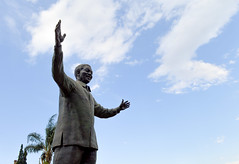 Mandela (Francisco Anzola) Tags: southafrica gauteng pretoria city mandela madiba nelsonmandela statue
