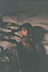 carol (A l e _ J a n d r a) Tags: carolina carol shadows sombras y luces planta super grande que tienen ella borja en su casa un dia de aburrimiento bored home estuvimos pintando mandalas raras pajaros kodadk film analogue sin flash respirar contax t2