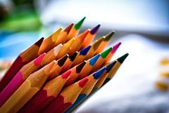 La guerra del color. (Miguel Angel SGR) Tags: color colorful colour colors colorido macro closeup lapiz pen focus pencil pencils bokeh enfoque desenfoque detalles details detalle detail dof deepoffield miguelangelsgr miguelonphotography nikon nikond3000 d3000 luz light colores tones tone tono