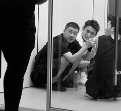 Cooling off in the doorway Sanlitun SOHO (Bruce in Beijing) Tags: beijing sanlitun people doorway heat distraction