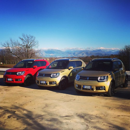 Up on the roof at our lunch stop. #suzuki #ignis comes in a range of funky colours. Next, we try the Allgrip 4WD version. #mp