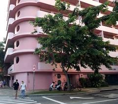 Waikiki Cove (Scott Beveridge) Tags: crazylookinghotel waikikibeach oahu hawaii