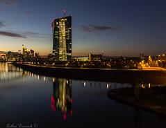 Europäische Zentralbank (EZB) (Lothar Drewniok) Tags: lothardrewniok skyline skylinefrankfurt wasser reflexionen ezb sonnenuntergang freedom