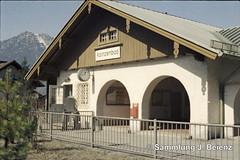 Bahnhof Kainzenbad bei Garmisch Partenkirchen Mrz 1972 (Pacific11) Tags: railway railroad mrz 1972 winter eisenbahn bayern garmisch partenkirchen garmischpartenkirchen track train engine traffic zugspitze bahnhof station vintage alt damals car wagon sign kainzenbad haltepunkt verkehr elok